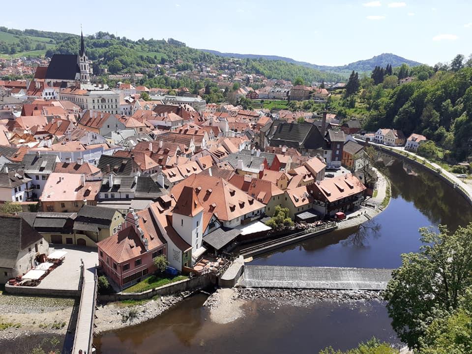 Výhled na Český Krumlov a řeku Vltavu z Plášťového mostu.