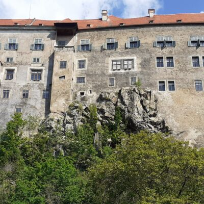 Pohled na Státní hrad a zámek Český Krumlov od Vltavy